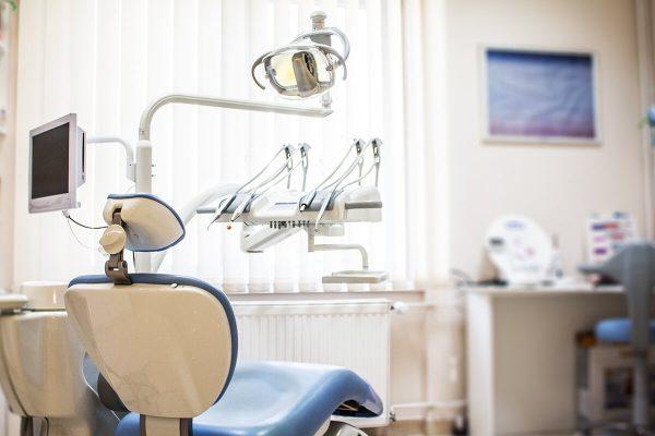 Zahnarztstuhl - Zahnklinik in Ungarn